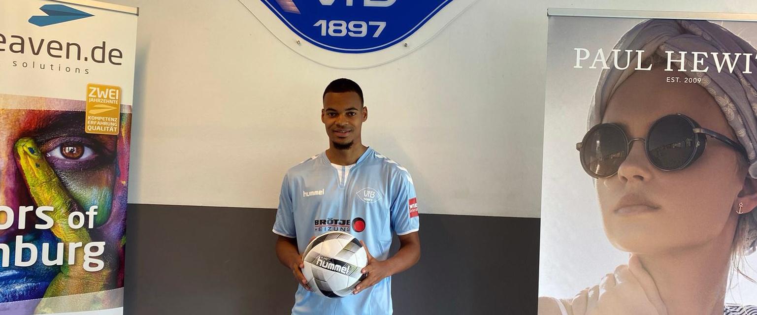 Ayodele Adetula bleibt ein Blauer